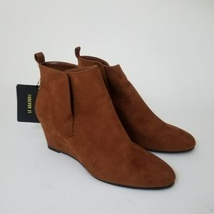 NWT Forever 21 Camel Wedge Booties Size 5.5